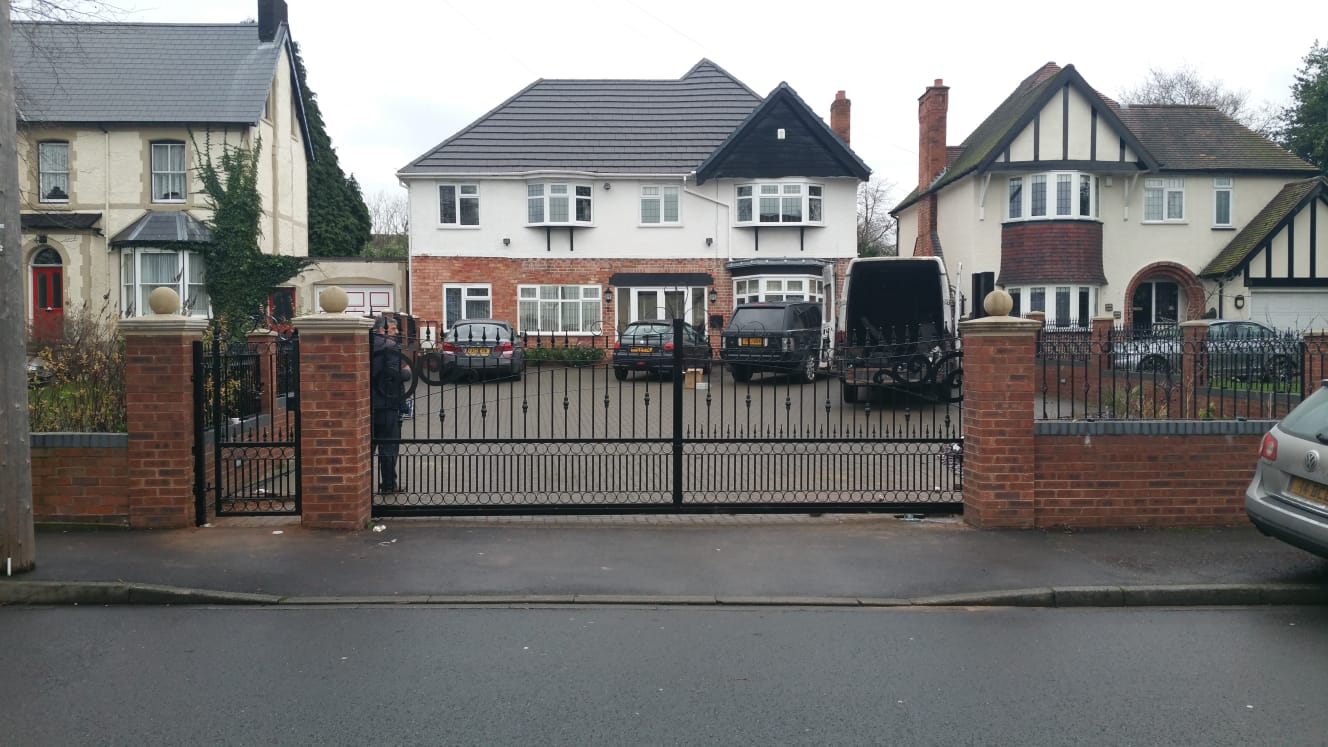 Sapphire Gates – Manufactures of gates – fencing – metal